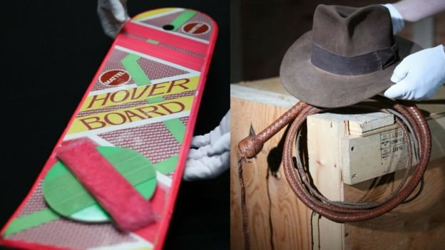 Topi fedora Harrison Ford dari film The Indiana Jones film dan papan luncur Marty McFly di Back To The Future II.
